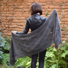 Bakasana Scarf: FREE knitting pattern (LillaBjörn's Crochet World) - Lilly is Love Crochet World, Knitted Shawls, Crochet Shawl, Crochet Vests, Knitted Scarves, Crochet Granny, Loom Knitting, Knitting Stitches, Knitting Machine