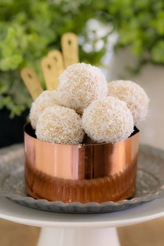 These healthy Lemon & Coconut Bliss Balls take just 10 minutes to prepare, use only 4 ingredients, are freezer-friendly and taste AMAZING! It doesn't get any better than that! Healthy School Snacks, Healthy Desserts, Delicious Desserts, Healthy Recipes, Free Recipes, Lunch Box Recipes, Snack Recipes, Dessert Recipes, Coconut Protein