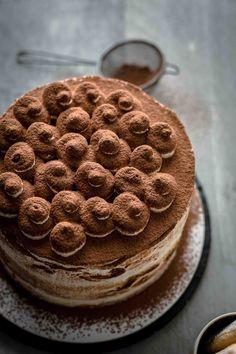 If you want to have Tiramisu and cake at the same time, then this Tiramisu Cake recipe is the solution. Just 9 ingredients! Tiramisu Cake Recipe by Also The Crumbs Please tiramisu tiramisucake cake italiandessert dessert baking tiramisucakerecipe No Bake Desserts, Just Desserts, Delicious Desserts, Italian Desserts, Baking Recipes, Cake Recipes, Dessert Recipes, Mini Cakes, Cupcake Cakes