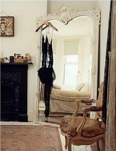 Home Design Ambiance, tendance, la belle époque. Mirror blanc ancien.