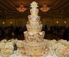 king and queen themed wedding   Gold Theme Wedding Cake Fit for a King & Queen!