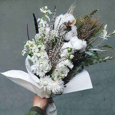 Blue Mountains Floral Design | HOORAY! Mag | White Floral Bouquet | Cotton Bouquet | Floral Inspiration | Native Floral Bouquet | Creative Florals |