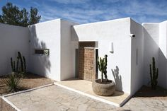 Casa Lobo in Ibiza a recently renovated spacious house for 6 people with stunning sea views. Modern Exterior, Exterior Design, Interior And Exterior, Adobe Haus, Mediterranean Architecture, Desert Homes, Menorca, Renting A House, Modern Rustic