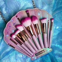 Crying all of the mermaid tears rn These might be too pretty to use @spectrumcollections #mermaid #mermaidmonday #mermaids #spectrumbrushes #spectrumcollections