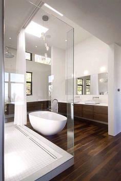Idée décoration Salle de bain Belle salle de bains mélangenant bois et équipement blanc moderne #luxurybathrooms