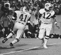 Joe Namath and Matt Snell New York Jets Football, Football Is Life, School Football, Sport Football, Alabama Football, Football Players, American Football League, National Football League, Joe Namath