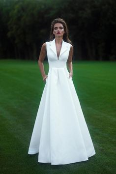 Wedding Gown Guide: Shirt Gown – The FashionBrides Bridal Gowns, Wedding Gowns, Evening Dresses, Formal Dresses, Look Fashion, Pretty Dresses, Beautiful Outfits, Ball Gowns, Fashion Dresses