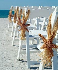 Pasillo de Ceremonia en la Playa Decorado con Estrellas de Mar -- Fotografía: Photoplus