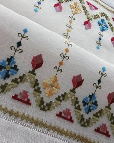 Hardanger Embroidery, Cross Stitch Embroidery, Hand Embroidery, Cross Stitch Patterns, Modern Embroidery, Embroidery Patterns, Broderie Bargello, Diy Arts And Crafts, Paper Quilling