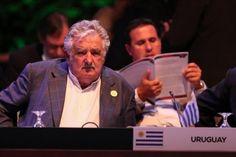 """""""Pepe"""" Mujica enciende los aplausos de la Celac con la defensa de """"la política"""""""