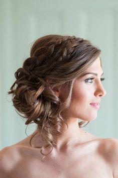 coiffure mariage romantique cheveux mi long | Coiffure-cheveux-longs-belle-chignon-romantique