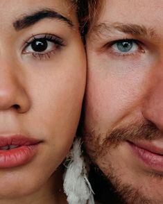 the art of eye contact 👀 . . . . Vom Workshop bei @vickybaumann.de Deko & Konzept: @thefeatherette  Weddingplanner: @perfectplan.weddings  Bouquet: @RUNO_Blumen  Ketten: @brunathelabel_ Couple: @naomaclark.official & @nic.castle . . . . #hochzeitsfotografie #weddingdress #weddingphotography #weddinginspiration #weddingdecoration #hochzeitsdeko #hochzeitsfotograf #hochzeitskleid #allwhitewedding #bohowedding #glamwedding #bohoglamwedding #thelane #dirtybootsmessyhair #elopementlove… Workshop, Wedding Dress, Castle, Bouquet, Weddings, Eye, Instagram, Fashion, Wedding Photography
