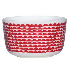 The Marimekko Papajo Red Dessert Bowl is the perfect size for satisfying any sweet tooth. Annika Rimala's amusing Papajo pattern is wrapped around the petite ceramic stoneware bowl. This pretty bowl ca Marimekko, Decorative Cushions, Decorative Bowls, Dessert Bowls, Scandinavian Living, Tea Bowls, Nordic Design, Dinnerware, Kitchen Dining
