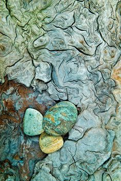 Love this texture.thinking I can reproduce. Beach Rocks and weathered driftwood - Patricks Point State Park, California © Mark Graf Photography Patterns In Nature, Textures Patterns, Art Grunge, Beach Rocks, Pebble Beach, Natural Texture, Nature Photos, Aqua, Teal