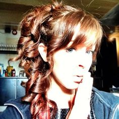 Love her hair! Lindsey Stirling Hair, Strong Hair, Formal Hairstyles, Celebs, Celebrities, Most Beautiful Women, Her Hair, Fashion Beauty, Hair Makeup