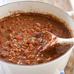 Best Vegetarian Chili Recipe - America's Test Kitchen - saw this on TV and I'm anxious to try it. Can't believe I'm that excited about something vegetarian. Going Vegetarian, Vegetarian Chili, Vegetarian Recipes, Healthy Recipes, Chili Recipes, Soup Recipes, Kitchen Recipes, Cooking Recipes, American Test Kitchen