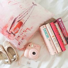 Lovely pink Bookstagram photo by twiringpages on Instagram