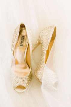 Gold sparkle | Photography: Aly Carroll Photography - www.alycarroll.com Read More: http://www.stylemepretty.com/2015/03/12/elegant-blush-gold-summer-wedding/