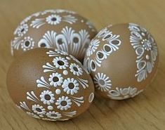 Easter eggs and cool crafts Hand Painted Ornaments, Clay Ornaments, Easter Egg Crafts, Easter Eggs, Egg Shell Art, Easter Egg Pattern, Carved Eggs, Easter Egg Designs, Egg Art