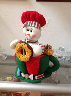 NIEVE EN TACITA DE TE Leidy Mary Christmas, Christmas Snowman, Christmas Tree Ornaments, Christmas Time, Christmas Crafts, Christmas Decorations, Holiday Decor, Snowman Crafts, Felt Crafts