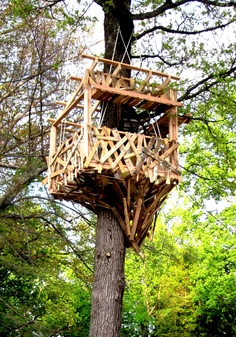 Unmanned, 100% recycled, suspended tree house