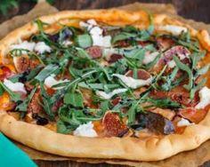 Pizza allégée figue, jambon cru et roquette aux paillettes de mozzarella