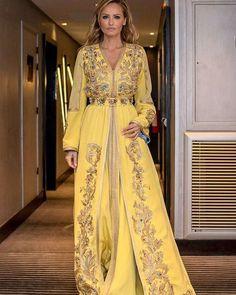 Coup de Coeur #adriana karembeusklenariskova #fdm #femmedumarocmagazine #amalbelcaid #passion #love #luxury yellow #baroquestyle #hautecouture musicalementvotre#beauty#classy#moroccandesigner#kaftan#newyorkcity#london#dubai #doha #quatar #riadh#hautecouture#mehdisekkat #baroquestyle#hapiness. Merci beaucoup pour ce pure moment de bonheur.
