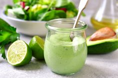 Avocado Green Goddess Dressing: This recipe is bursting with flavors and packed with healthy and fresh ingredients. Avocado Green Goddess Dressing: This recipe is bursting with flavors and packed with healthy and fresh ingredients. Avocado Ranch Dressing, Keto Avocado, Avocado Salat, Avocado Dip, Avocado Smoothie, Avocado Recipes, Avocado Toast, Greek Yogurt Dressing, Green Goddess Dressing