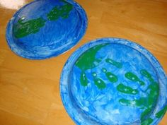 Paper plate and hand print Earth #Earth_Day