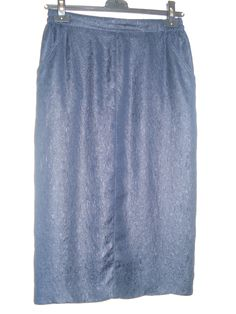 Aangeboden door vintage store Things I like Things I love: donkerblauwe smalle zijden rok, maat S.