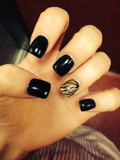 Black and gold acrylic nails design http://kristenstewarthotgirl.blogspot.in/2014/03/kristen-stewart-hot.html...Maybe do with orange and navy for game day?