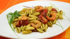 Strozzapreti con #gamberi, pomodorini e pesto – Video Ricetta http://www.puntoricette.it/Ricetta/strozzapreti-con-gamberi-pomodorini-pesto-video-ricetta/ #ricette #pasta