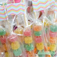 Pinchos de gomitas Llama Birthday, Baby First Birthday, Unicorn Birthday Parties, 10th Birthday, Girl Birthday, Sleepover Snacks, Homemade Lollipops, Sonic Party, Candy Brands