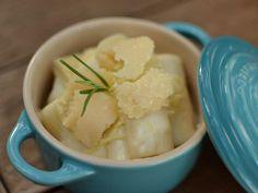 Rigatone com molho bechamel e queijo grana