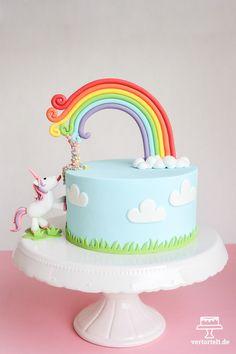 Einhorntorte mit Regenbogen und Confetti mit passender Bildanleitung