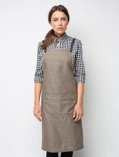 The Henry Bib Apron in Mocha is a tan linen look apron with chocolate brown straps - a classic combination seen in the best venues locally and globally. With high performance fabric that resists fade wash after wash your staff uniforms will be elevated. Cafe Uniform, Hotel Uniform, Uniform Shop, Uniform Shirts, Staff Uniforms, Work Uniforms, Bib Apron, Aprons, Apron Diy