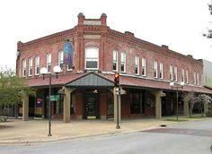 Coffeyville in Salina, Kansas downtown Hays Kansas, Salina Kansas, Mansions, House Styles, Home Decor, Decoration Home, Manor Houses, Room Decor, Villas