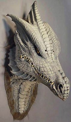 Dragon mask Made by Illusive Concepts, the shop of famous movie mask and fantasy designer Mario Chiodo Dragon Mask, Clay Dragon, Dragon Head, Dragon Pics, Fantasy Dragon, Fantasy Art, Fantasy Creatures, Mythical Creatures, Fu Dog