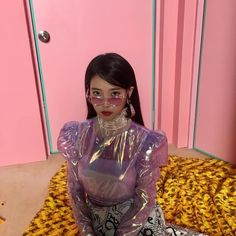 IU - ready for her comeback in October - best month ever! A great visual with contrasting colours and a strikingly different top - all around thumbs up from this neck of the wood. Fashion 2020, High Fashion, Fashion Tips, Wattpad, Black Handbags, Korean Girl Groups, My Girl, Korean Fashion, Your Hair