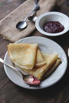 These Lemon Crepes with Raspberry Sauce are easy to make and have the best sweet, fluffy, citrus combination. Eat these crepes for breakfast, brunch or even dessert! Brunch Recipes, Breakfast Recipes, Dessert Recipes, Pancake Recipes, Breakfast Sandwiches, Waffle Recipes, Waffles, Pancakes, Think Food