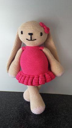 patroon haken knuffelkonijn meisje met jurk / door Crochets4U, €3.00
