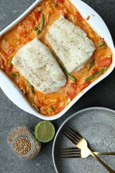 Fluted with piquillos and chorizo - Clean Eating Snacks Chef Recipes, Fish Recipes, Asian Recipes, Healthy Recipes, Oven Dishes, Fish Dishes, Cheap Clean Eating, Clean Eating Snacks, I Love Food