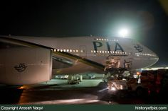 PIA Boeing 747-240B (SCD) loading cargo