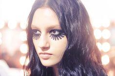 Sereias do mal com olhos de barbatana! A beleza é de Henrique Martins