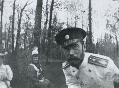 ──────────── Nikolai II Romanov taking a selfie. Circa 1917. ──────────── Nicolau II Romanov tirando uma selfie. Ao redor de 1917. ──────────── Nicolás II Romanov tomándose un selfie. Cerca de 1917. ──────────── نیکلای رومانف دوم در حال گرفتن سلفی، حدود 1917  [ @historygram ]  〰〰〰〰〰〰〰〰