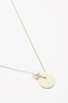 nice COS image 2 of Short pearl and disc necklace in Gold. Pearl Jewelry, Gold Jewelry, Jewelery, Women Jewelry, Gold Necklaces, Bridal Jewelry, Disc Necklace, Heart Pendant Necklace, Cos Jewellery