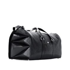 The Tokyo Travel Bag (weekend-bag, sport bag) stands out by marked, masculine sides. The pyramids fit perfectly into the roundings of the bag. Sufficient space for travel or sports.