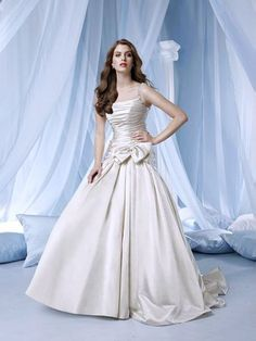 2012 Catch Up Princess Ball Gown Wedding Dress With Beading Straps Ruched Bowknot (DWD-007)