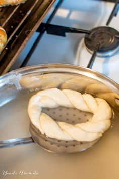 Covrigi de casă opăriți, presărați cu mac sau susan | Bucate Aromate Romanian Food, Food Cakes, Cake Recipes, Sausage, Cooking, Cooking Recipes, Cakes, Kitchen, Easy Cake Recipes