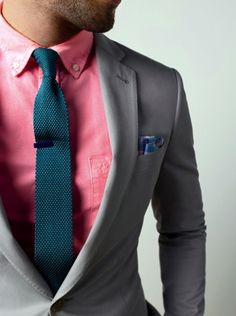 These two colors work so well together! The pocket square provides the perfect finishing touch.